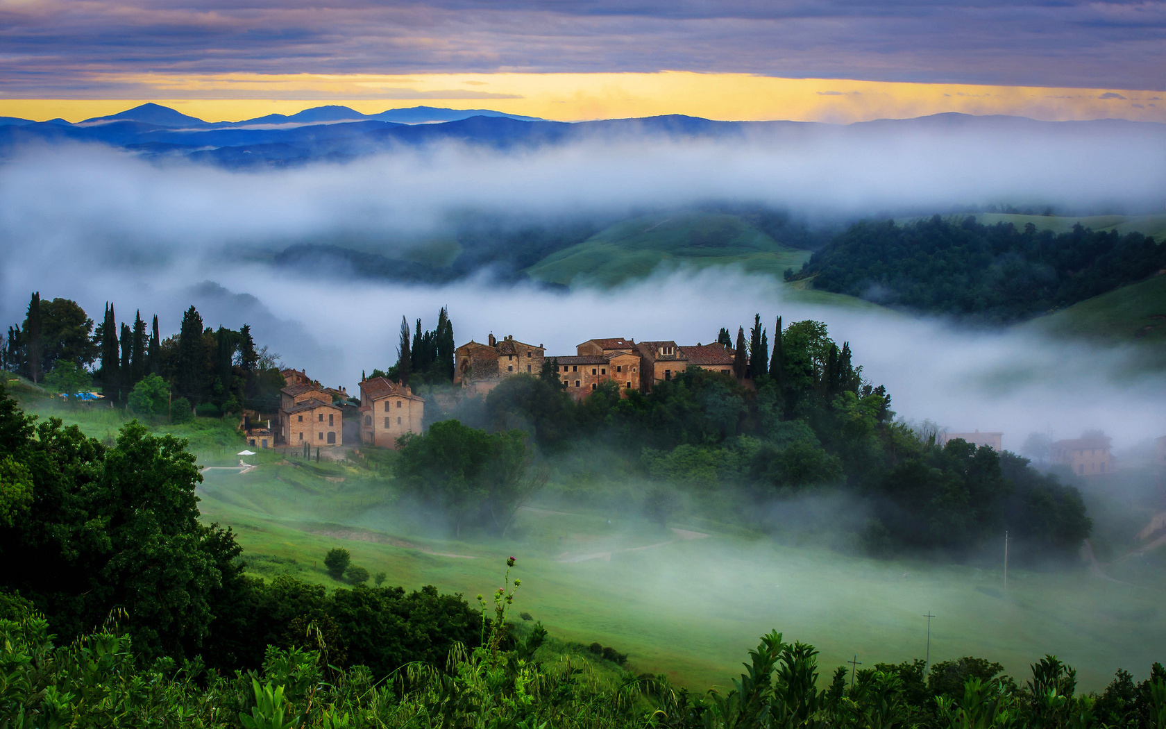 tuscany_hills_cloud